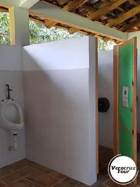 Interior Baños y Vestidores Campamento Río Pescados Jalcomulco Veracruz