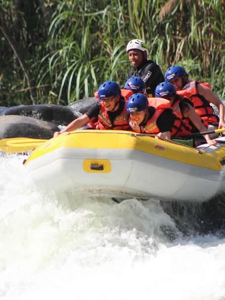 Rafting En Los Rápidos Del Río Pescados Jalcomulco Veracruz