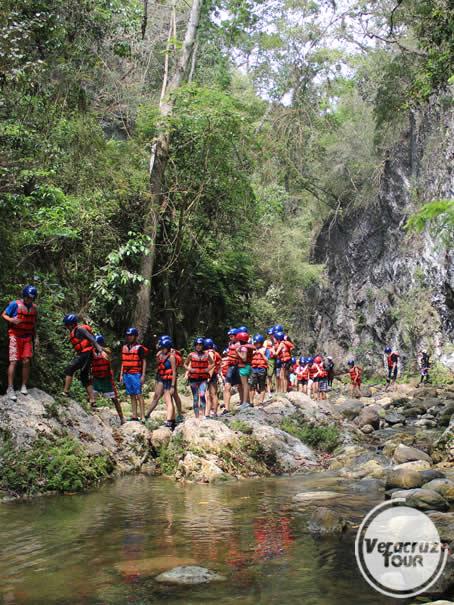 Turistas en el río Pescados Jalcomulco Veracruz